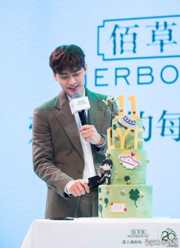 佰草集20周年品牌盛典暨李易峰见面会在北京举办